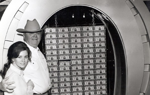 Benny_Becky_Binion_One_Million_Display